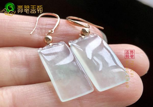 冰种翡翠耳环耳饰年轻女士以及中年女士佩戴寓意有哪些?