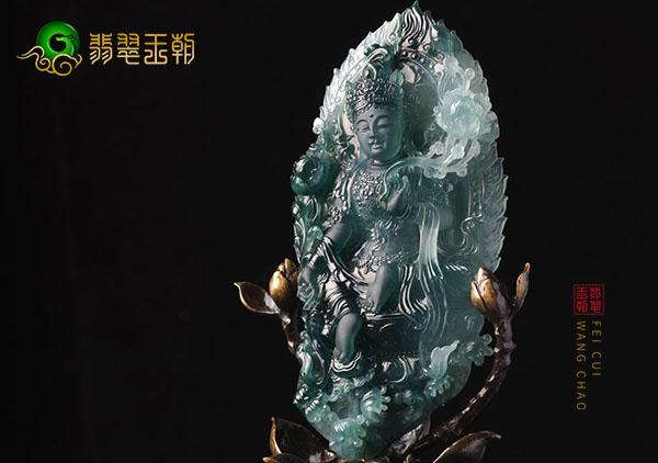 糯冰种飘绿翡翠玉雕度母摆件的日常养护要点