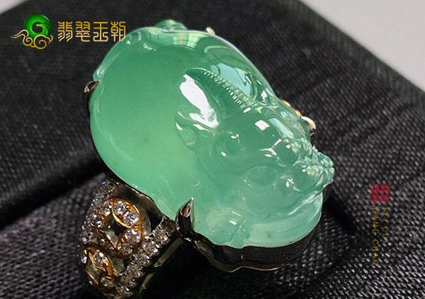 冰种晴水翡翠貔貅戒指造型不同寓意也不相同