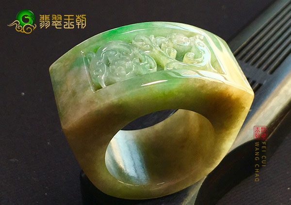 糯冰种黄加绿翡翠戒指送人收藏的讲究有哪些