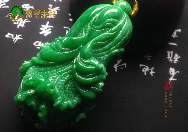 糯冰种无色翡翠玉雕挂件中寓意美好品类有哪些