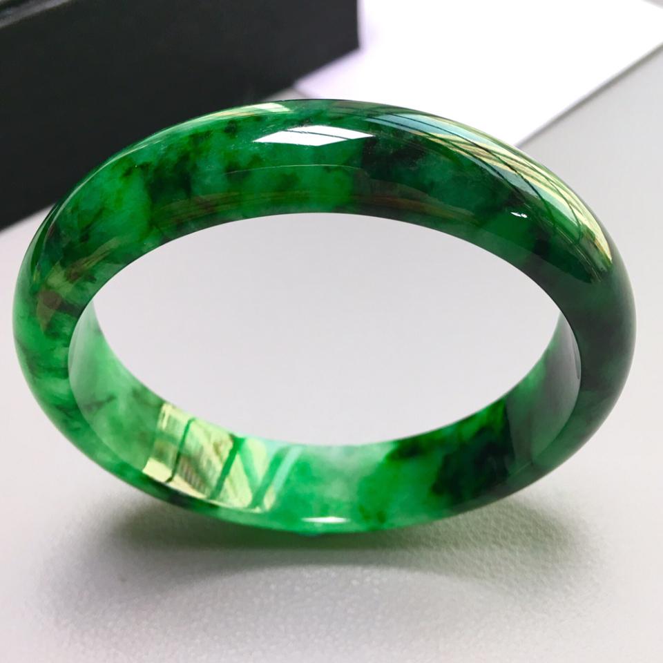 浓绿翡翠品质如何?浓绿翡翠手镯值不值钱?