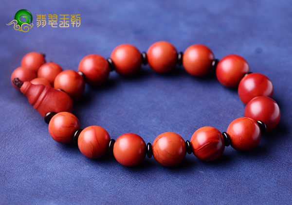 柿子红南红玛瑙手串要戴几颗珠子才合适?