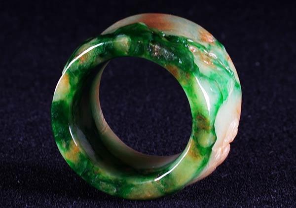 糯冰种黄加绿翡翠戒指日常佩戴不得不知道的讲究
