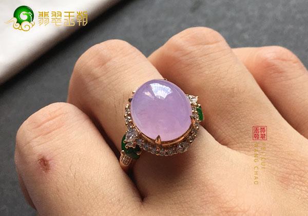 糯冰种紫罗兰翡翠戒指佩戴什么样的才能增财运