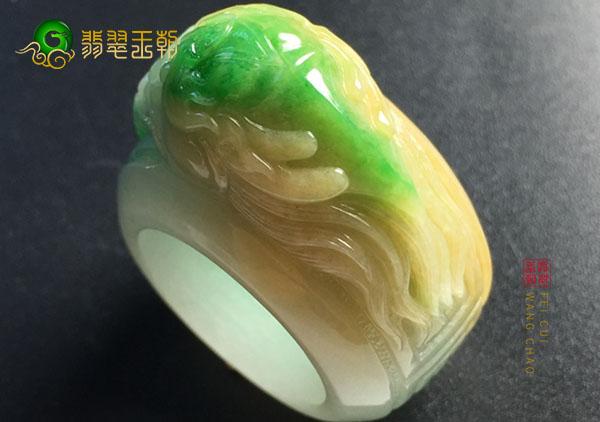 糯冰种黄加绿翡翠戒指收藏必须把握住一个度