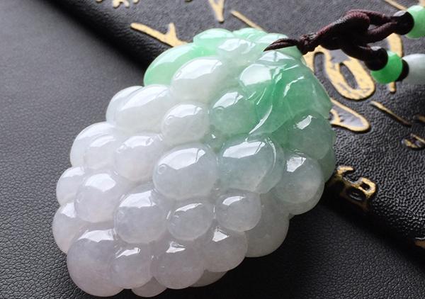 糯冰种飘绿翡翠属于什么档次?如何鉴定和区分?