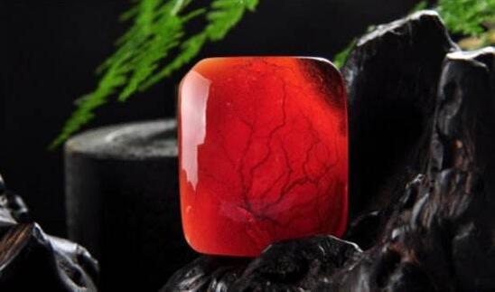 市场上真的存在血蜜蜡吗?它与普通蜜蜡区别