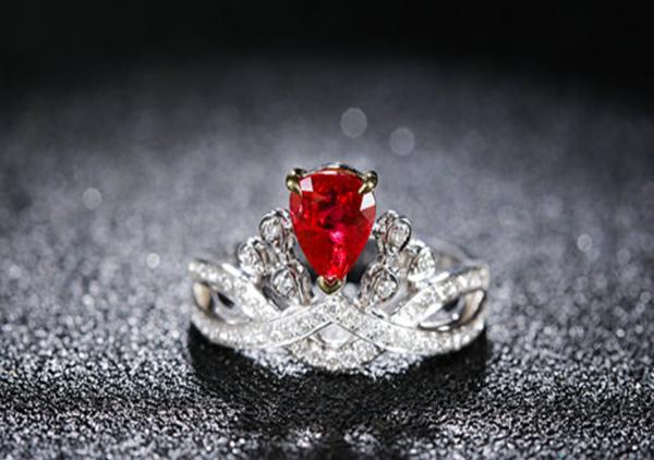 红蓝宝石除颜色不同之外在价格以及特征上有何区别?