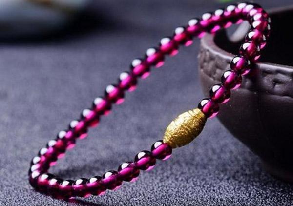 天然水晶珠串有哪些容易鉴别的分辨方法呢?