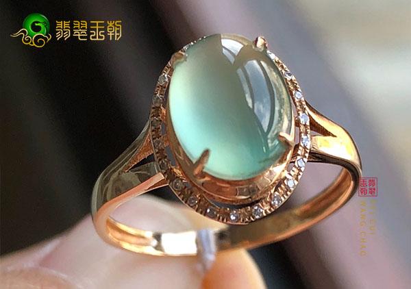 翡翠镶嵌戒指的款式有哪些?选购马鞍戒要注意哪些?