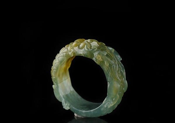 黄加绿翡翠戒面戒指的品质如何以及多少钱能够买到?
