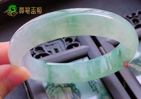 冰糯种翡翠手镯价格多少钱以及挑选购买注意哪些?