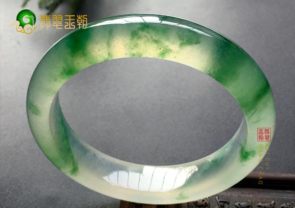冰种飘绿翡翠手镯收藏的六大优势