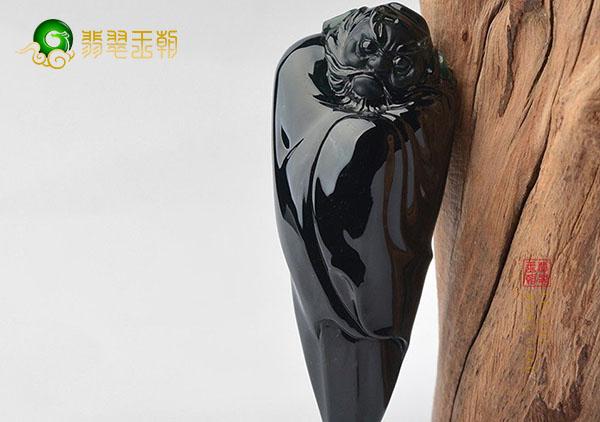冰种墨翠钟馗翡翠挂件有什么寓意?墨翠雕件怎么挑?