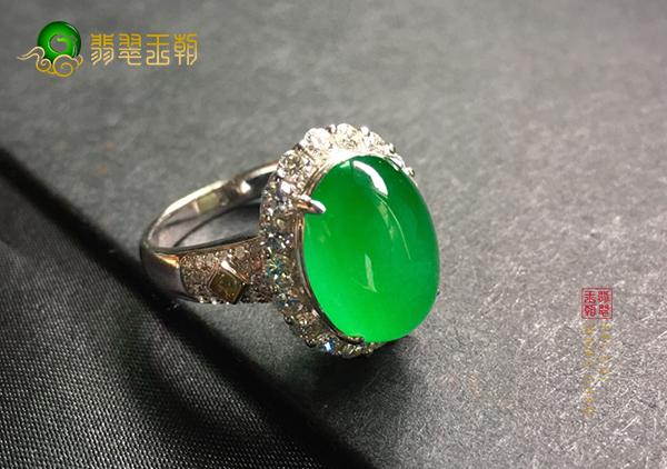 冰种阳绿翡翠蛋面镶嵌戒指去缅甸买是不是真便宜