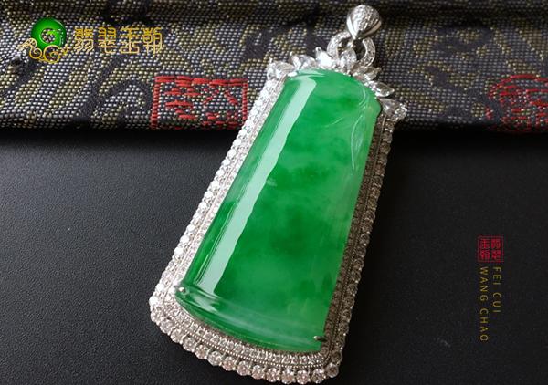 冰种满绿翡翠玉雕挂件适合男士佩戴的有哪些种类