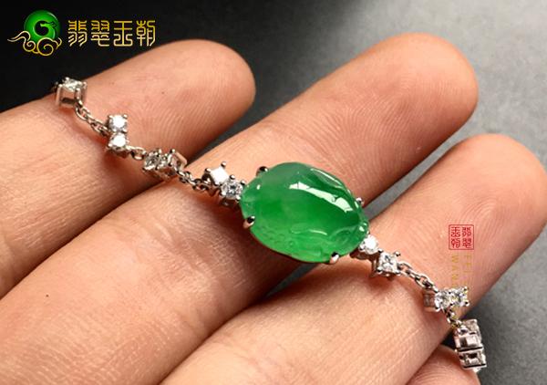 佩戴冰种飘绿翡翠貔貅镶嵌手链有这三大好处!