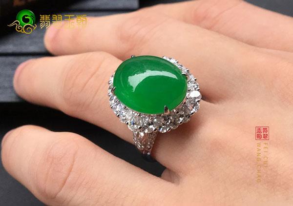 冰种满绿翡翠镶嵌戒指收藏时这几点要注意!