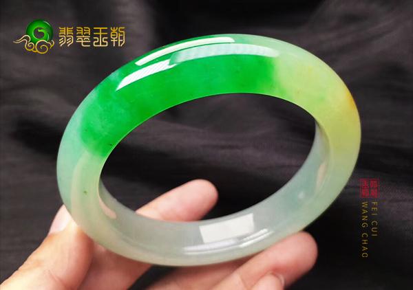 黄加绿翡翠手镯价格多少钱?黄加绿翡翠手镯贵不贵?