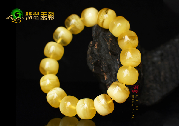 琥珀蜜蜡珠链手串的三大日常保养方法和技巧