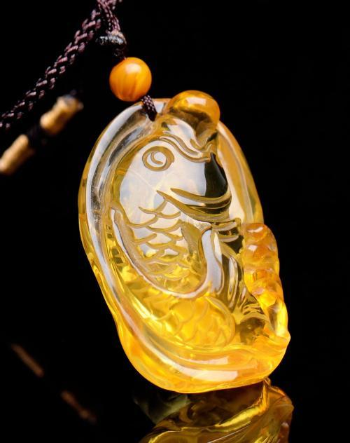 琥珀蜜蜡锦鲤挂件,生活中必不可缺的饰品