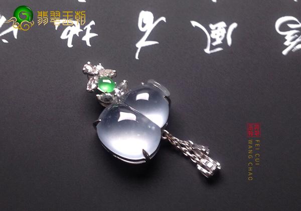 玻璃种翡翠葫芦挂件吊坠的佩戴寓意以及价格
