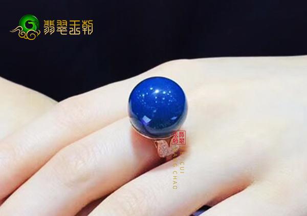 多米尼加蓝珀戒面镶嵌戒指一般多少钱一克?