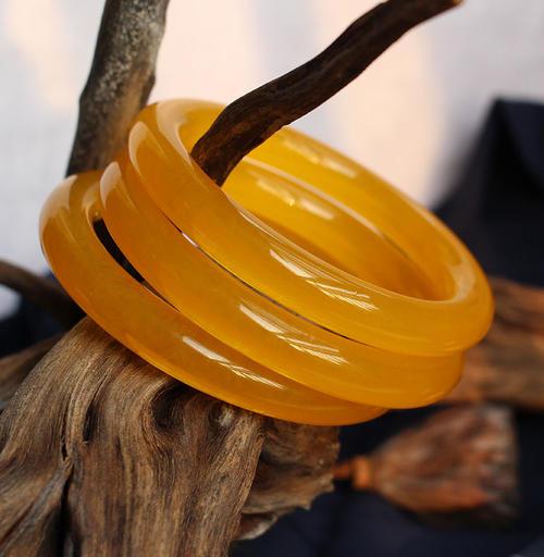 琥珀手镯和镯芯为什么要一起卖?琥珀镯芯可以做什么?