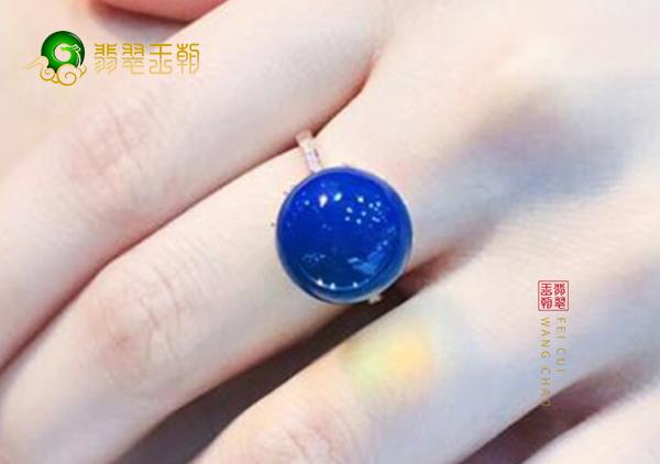 琥珀戒面镶嵌戒指的价格是多少钱以及怎么挑选?