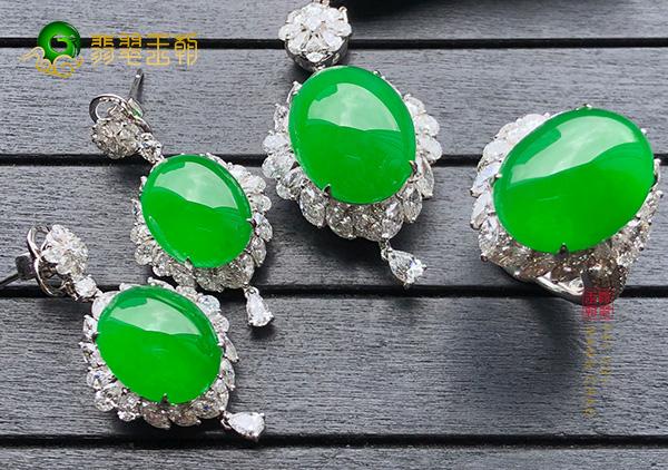 糯冰种帝王绿翡翠和祖母绿宝石之间差异对比