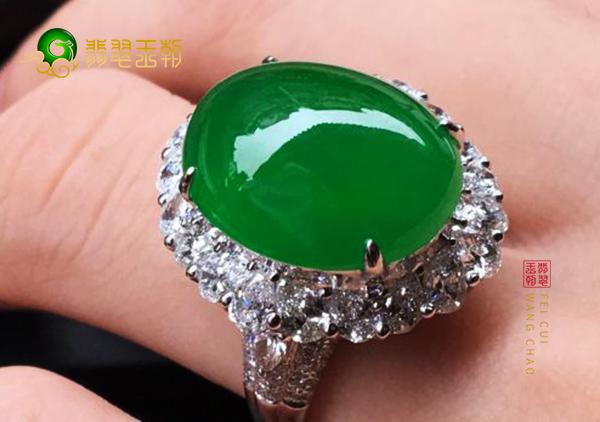 糯种浓绿翡翠镶嵌戒指日常哪些场合不能佩戴
