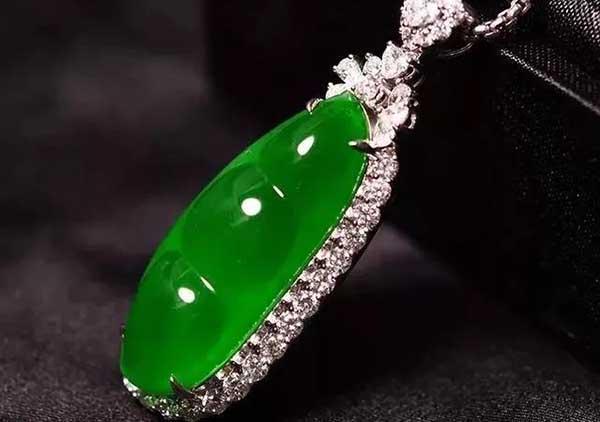 帝王绿福豆翡翠吊坠鉴赏玻璃种翡翠收藏价值