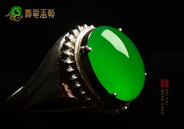翡翠蛋面镶嵌翡翠戒指和翡翠扳指环价格档次