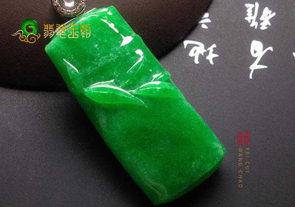 糯种翠绿色节节高翡翠挂件最适合这四种人戴
