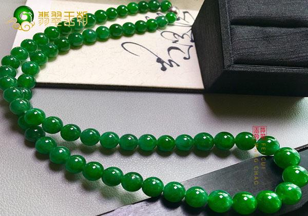 糯冰种浓绿翡翠珠串项链挑选的四大秘诀!