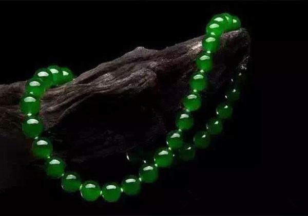 糯冰种满绿翡翠珠串项链长什么样以及价格