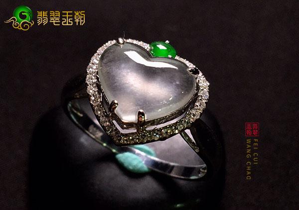 冰玻种无色翡翠戒面镶嵌最常见的三种贵金属