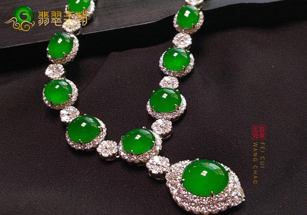 冰种阳绿翡翠裸石镶嵌项链和吊坠有什么区别