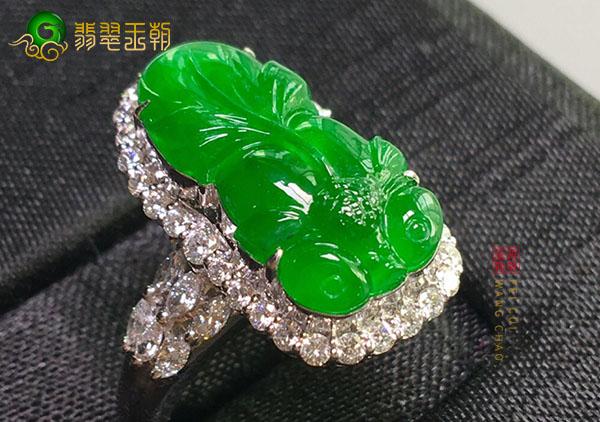 糯冰种阳绿翡翠金鱼戒面镶戒指适合佩戴人群