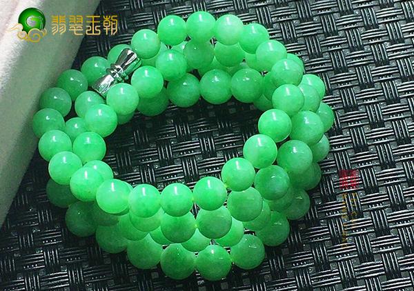糯种苹果绿翡翠珠链手串随身佩戴的三大好处