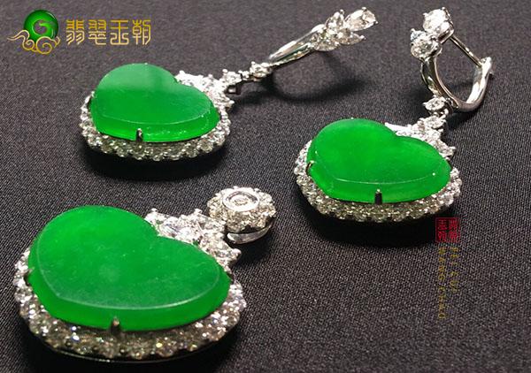 冰种阳绿翡翠桃心镶嵌饰品佩戴三大吉祥寓意