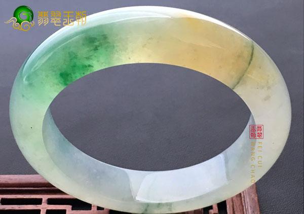 冰种黄加绿翡翠手镯佩戴收藏挑选的三大秘诀