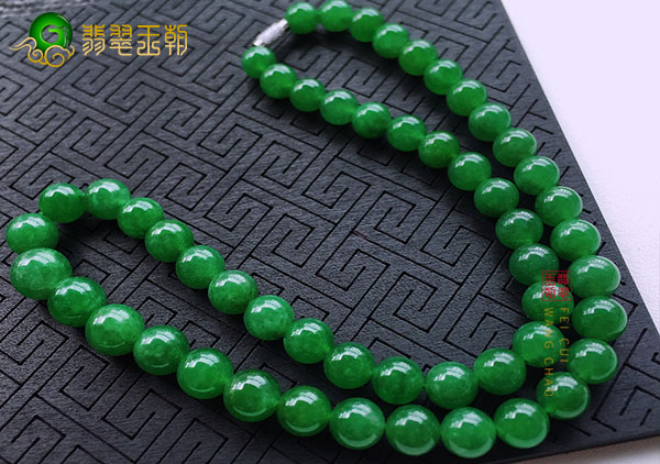 糯冰种浓绿翡翠珠串项链在形状上的三种划分
