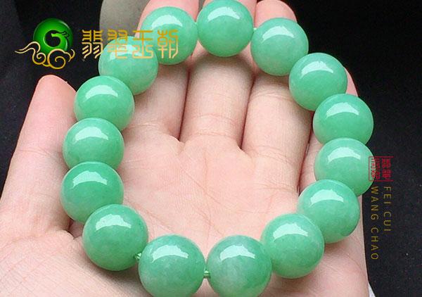 细糯种浅绿色翡翠珠串手链来价值高的原因