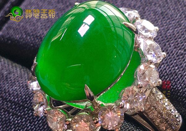 冰种阳绿色翡翠戒指收藏时应该注重哪些忌讳