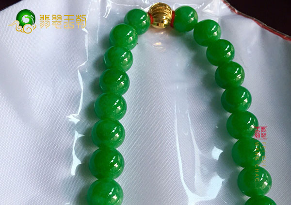 冰种阳绿翡翠珠子项链变色了就一定是假货吗?
