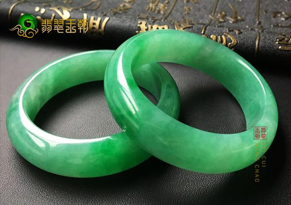 糯冰种满绿翡翠手镯对镯的定义及其特征介绍