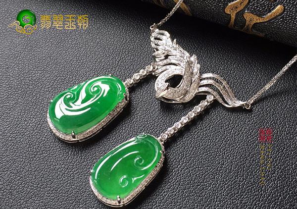 冰种翠绿色翡翠如意项链女人佩戴的好处有哪些