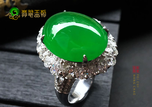 冰种阳绿翡翠镶嵌戒指常见的几种假冒产品特征
